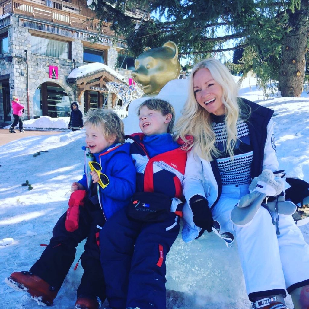 Skiing with kids survival guide/ what you need to know/ skiing kids/ family in snow/ ski family/ ladies pass it on blog